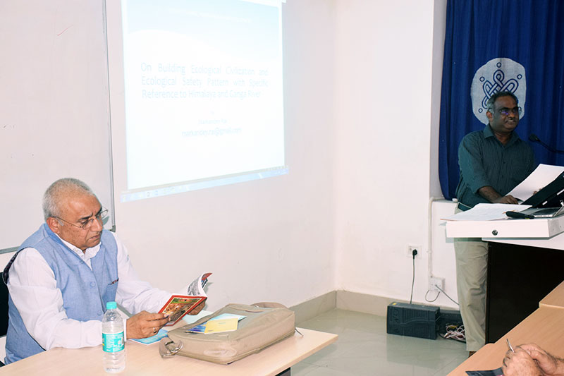 Prof. Govind Chakrapani, (Dean, SEES) introducing the students to Dr. Maria